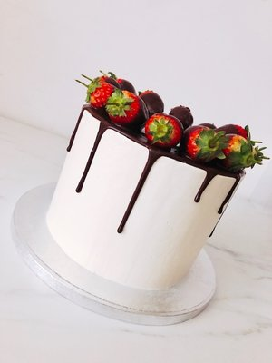 Drip cake chocolade aardbei